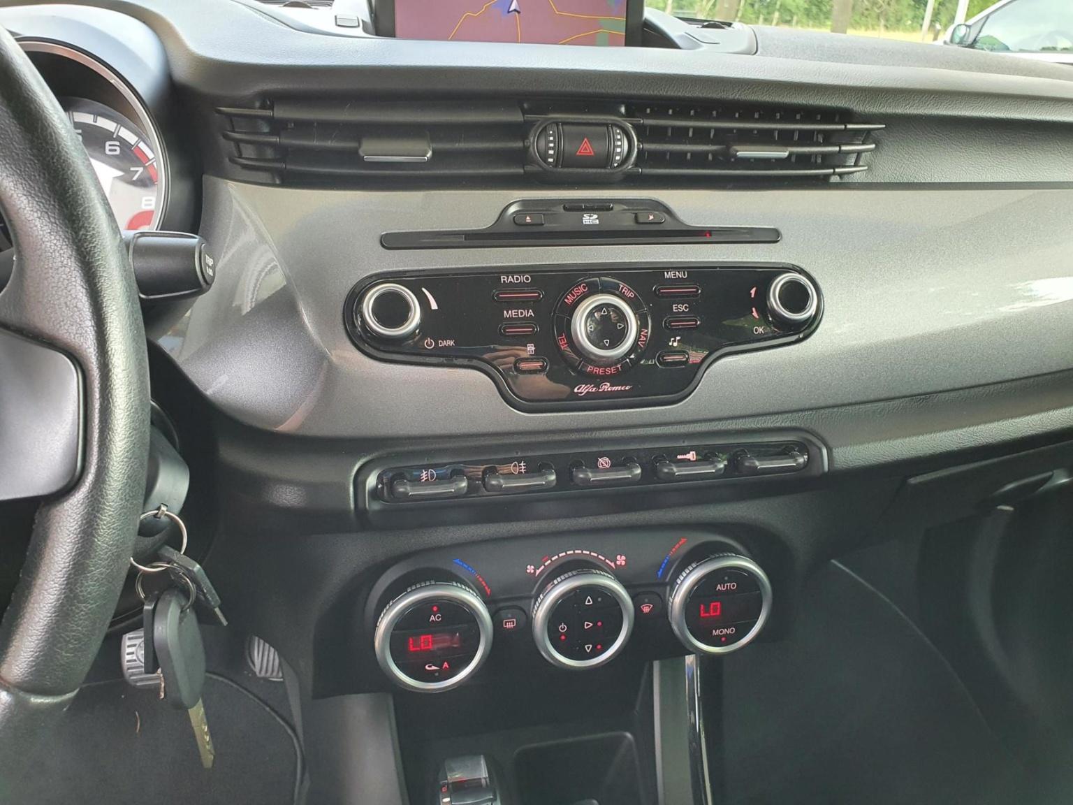 Alfa Romeo-Giulietta-13